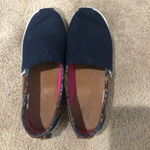 Girls Youth Size 3.5 Toms